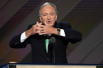 Former-Sen-Tom-Harkin-leads-DNC-in-sign-language-to-honor-ADA-anniversary.jpg