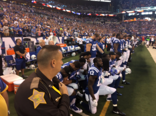 colts-kneel_1506272944292_67085417_ver1.0_640_480.PNG