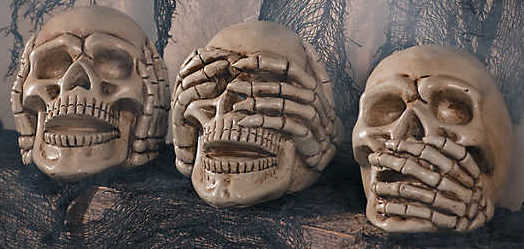 no-evil-skulls-halloween-decoration~13810900.jpg